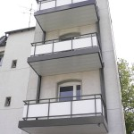 Bursian Balkone angehängt